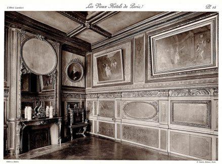 Plansza numer 14 - Większość obrazów, które ozdabiają to pomieszczenie znajdują się w Muzeum Luwru.