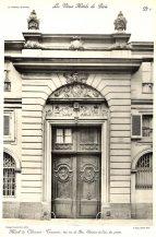Plansza numer 1 - Ulica du Bac 120. Elewacja jednych z drzwi.