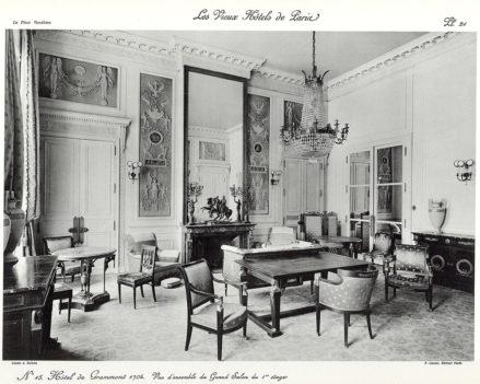 Plansza numer 21 - Hotel de Grammont 1704. Widok ogólny na wielki salon na pierwszym piętrze.