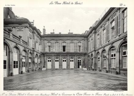 Plansza numer 31 - Dawny Hotel d'Evreux 1707. Obecnie Hotel Gubernatora Kredytu Ziemskiego Francji. Fasada od strony podwórza reprezentacyjnego.