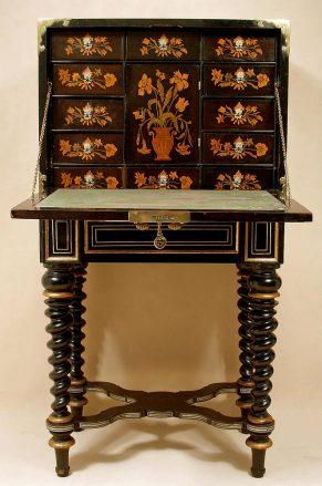 Konstrukcja dębowo-mahoniowa, okucia mosiądz i brąz złocony, markieteria, XVIII-XIX w.