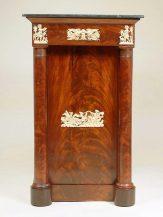 okleiny mahoniowe, okucia brąz złocony, blat marmur, ok. 1830r,