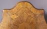okleiny orzechowe, intarsje z różnych gatunków drewna, brąz złocony, pocz. XX w.
