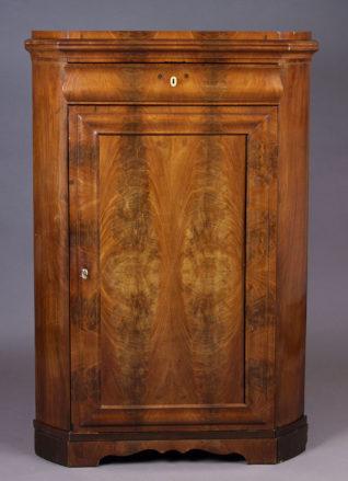 konstrukcja sosnowa, okleiny mahoniowe, poł. XIX w.,
