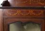 Konstrukcja mahoniowa, intarsje z różnych gatunków drewna, Anglia około 1900r.