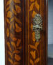 konstrukcja dębowa, intarsje z różnych gatunków drewna, okucia mosiężne, I poł. XIX w.