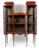 konstrukcja mahoniowa, intarsje z różnych gatunków drewna, kluczyny z macicy perłowej, Anglia około 1900r.