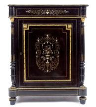 Konstrukcja mahoniowa, czerniona, markieteria z blachy mosiężnej, kości i macicy perłowej. Okucia mosiężne, blat marmurowy, koniec XIX w.