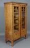 konstrukcja dębowo-mahoniowa, okleiny dębowe, elementy czernione, macica perłowa, snycerka, mosiężne uchwyty, ok. 1920r.