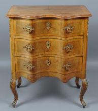veneered with walnut, gilt bronze fittings, 1st half of the 20thC.