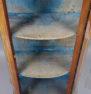 Konstrukcja mahoniowa, mosiężne okucia, oryginalne gięte szyby, blat marmur, około 1900r.