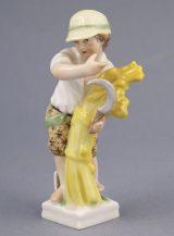 Porcelanowa figurka chłopca z sierpem i snopkiem siana